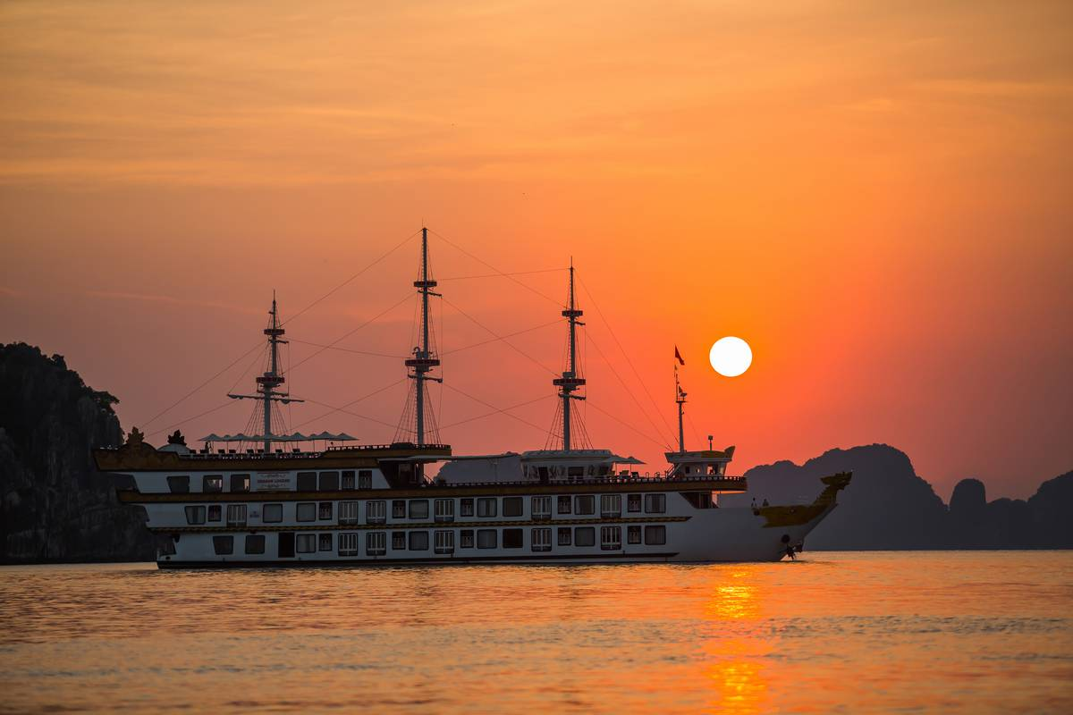 Halong Bay Luxury Cruise – Dragon Legend